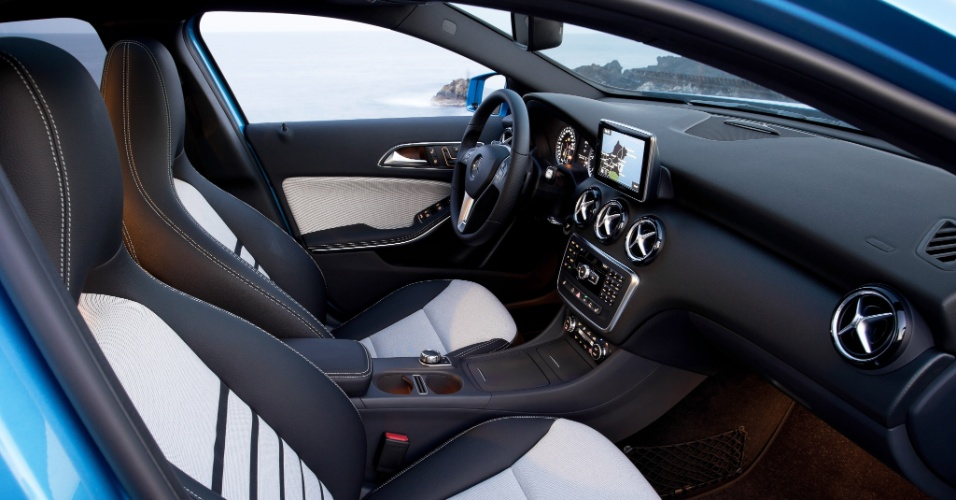 A Mercedes-Benz revelou os detalhes da nova geração do Classe A, agora um hatch (antes era um monovolume), que estreia ainda este ano na Europa, com preço inicial equivalente a R$ 62.100, e chega ao Brasil até junho de 2013. São três versões (Urban, Style e AMG Sport), sete motores (três a gasolina, quatro a diesel) e diversas opções de personalização
