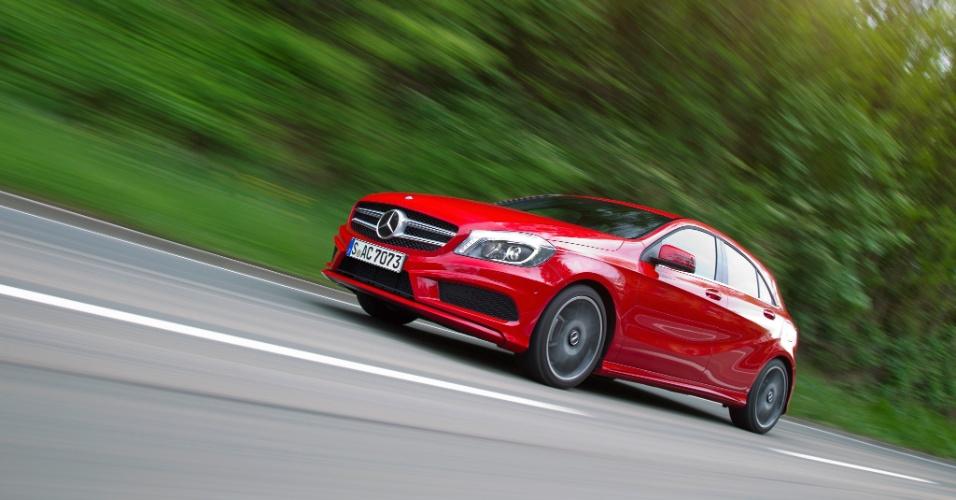 A média de consumo prometida pela Mercedes-Benz, com combustível de qualidade e alguns preceitos à direção, varia de 16 a 18 km/l