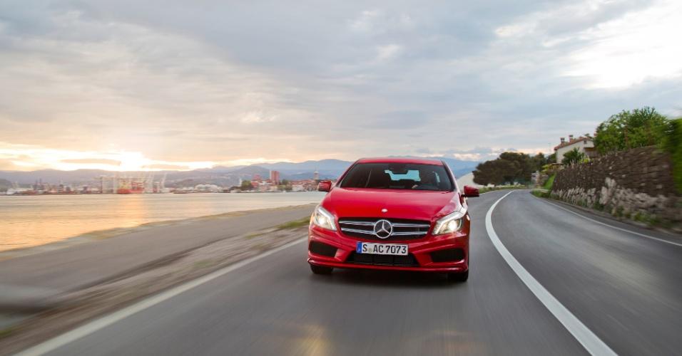 Outro sistema de segurança detecta situações de risco e deixa todo o carro preparado para o impacto e todos os airbags de prontidão