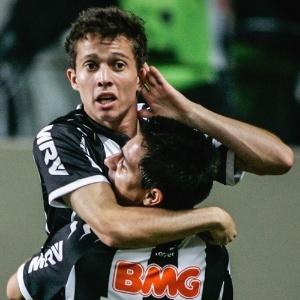 bernard-comemora-gol-na-goleada-do-atletico-mg-sobre-o-nautico-por-5-a-1-2362012-1340636837652_300x300.jpg