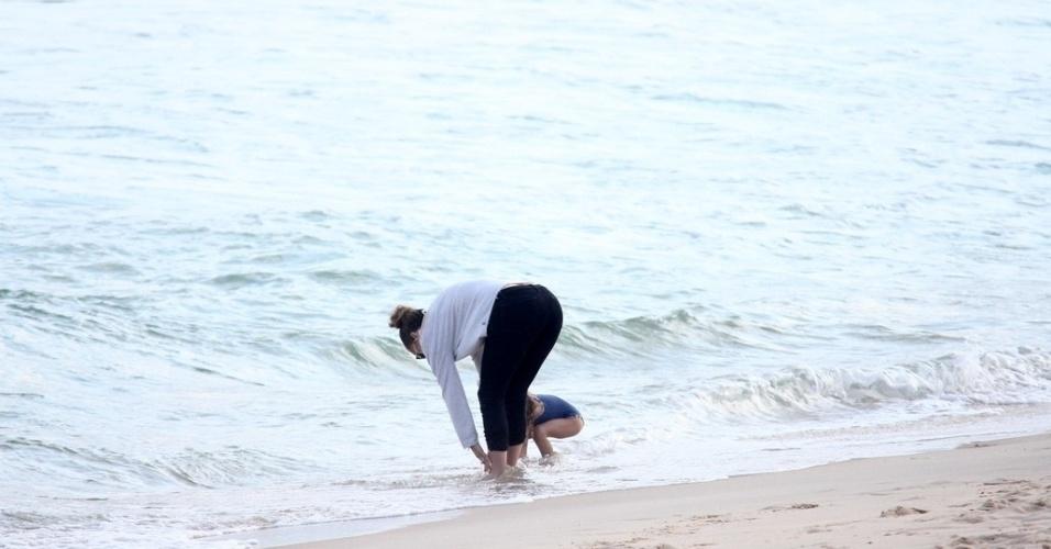 Jennifer Lopez e a filha Emme se divertiram na praia de Ipanema, zona sul do Rio (25/6/12)