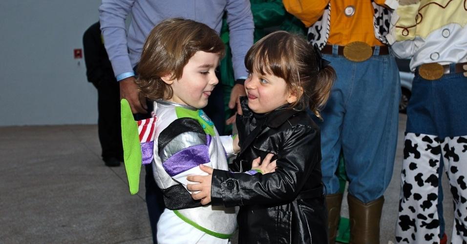 Rafaella Justus é filha de Roberto Justus e Ticiane Pinheiro. A menina prestigou o aniversário de três anos de Pietro (25/6/12)
