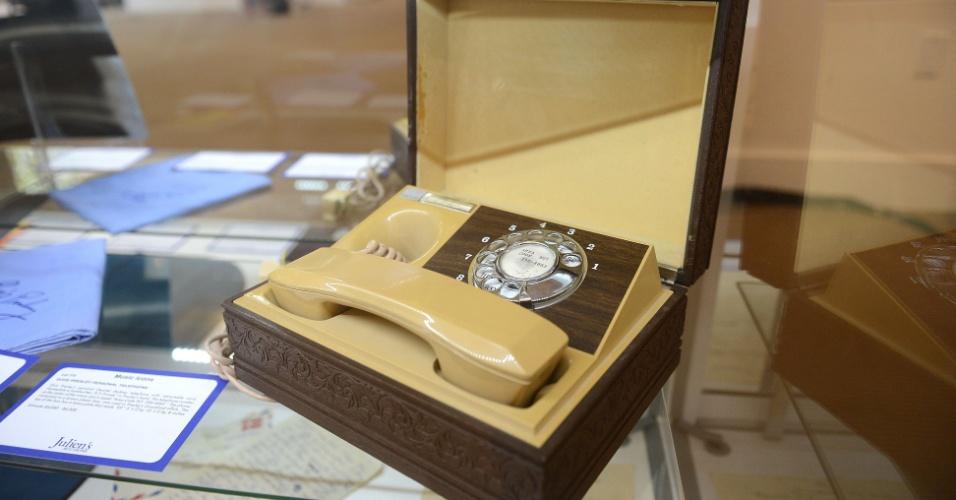 Telefone pessoal de Elvis Presley é vendido por mais de US$ 20 mil em Los Angeles (23/6/12)