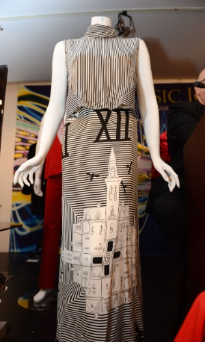 Vestido de Lady Gaga em leilão de Los Angeles (23/6/12)
