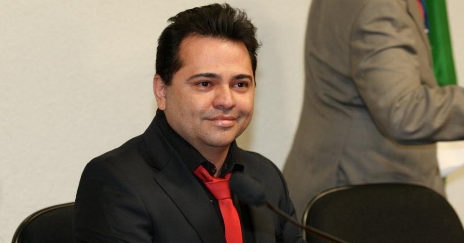 26.jun.2012 - Alexandre Milhomen, testemunha envolvida na venda da casa do governador de Goiás, Marconi Perillo (PSDB), em sessão da CPI do Cachoeira. Ele é um dos que conseguiu no STF o direito de não responder às perguntas dos parlamentares na comissão
