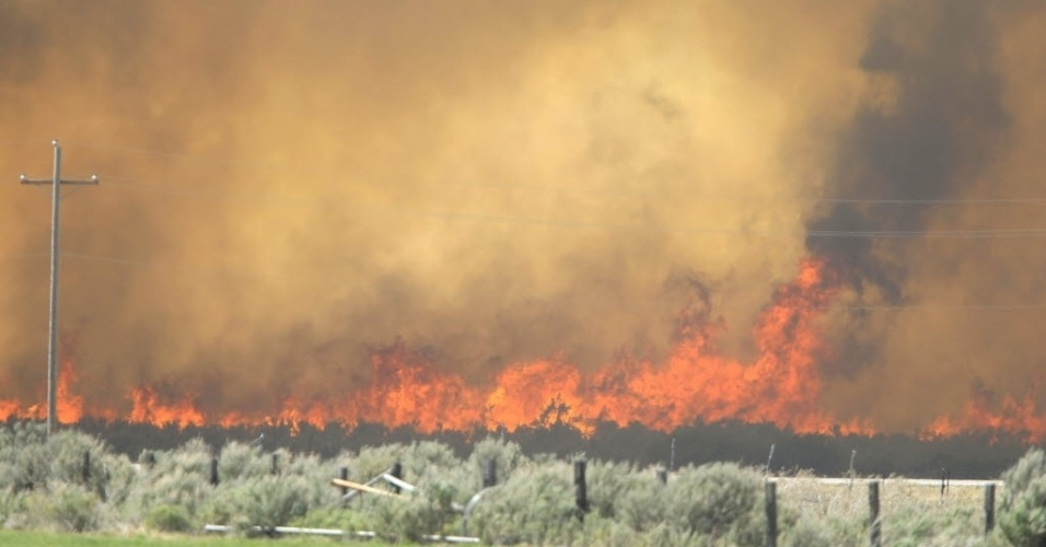 26.jun.2012- Incêndio consome floresta em Fairview, Utah, nos Estados Unidos