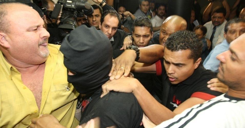 8.jul.2010 - O ex-policial Marcos Aparecido dos Santos, conhecido também como