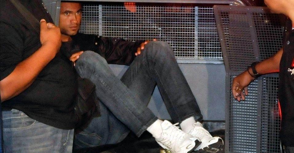 8.jul.2012 - O goleiro Bruno (foto) e seu amigo Macarrão, chegaram na noite de quinta-feira (8) a Minas Gerais, dentro das ações da polícia para esclarecer o desaparecimento de Eliza Samudio, ex-amante do goleiro