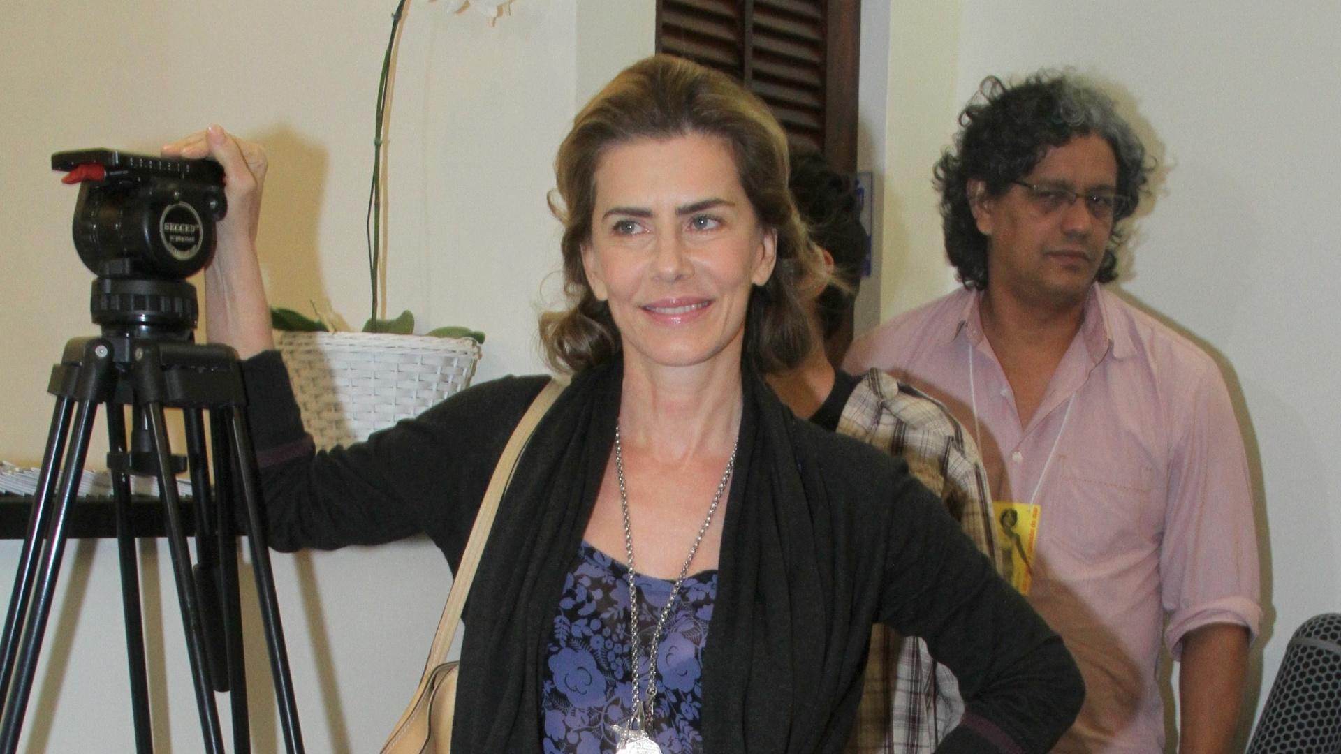 A atriz Maitê Proença prestigia a reabertura do Teatro de Ipanema no Rio de Janeiro (25/6/12)