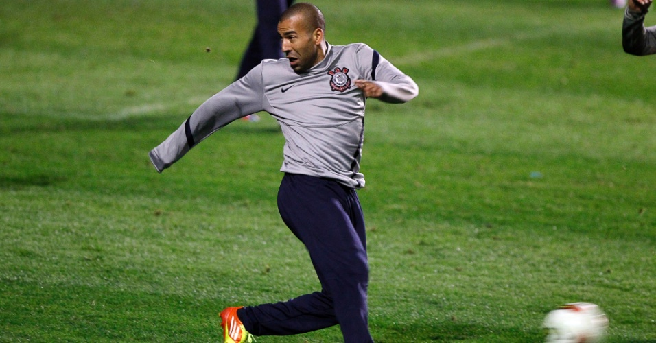 Emerson Sheik treina na Bombonera na véspera de Boca Juniors x Corinthians