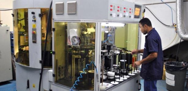 Imagem de uma máquina utilizada para copiar CDs em grande escala