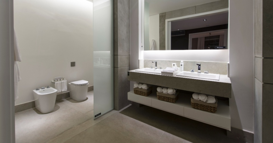 Inspirada no conceito dos lofts urbanos e nos grandes espaços industriais de Nova Iorque, a Garagem Loft, da arquiteta Francisca Reis, tem um banheiro funcional e de design