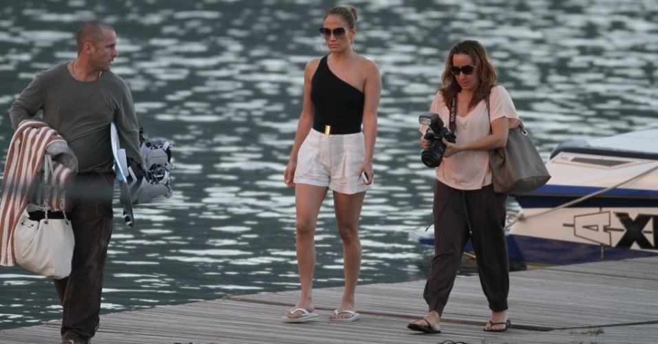 Jennifer Lopez deixou a Lagoa, zona sul do Rio, após passeio de lancha (26/6/12)