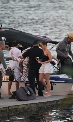 Jennifer Lopez passeou de lancha pela Lagoa, zona sul do Rio (26/6/12)