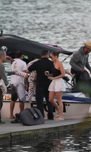 Jennifer Lopez passeou de lancha pela Lagoa, zona sul do Rio (26/6/12)