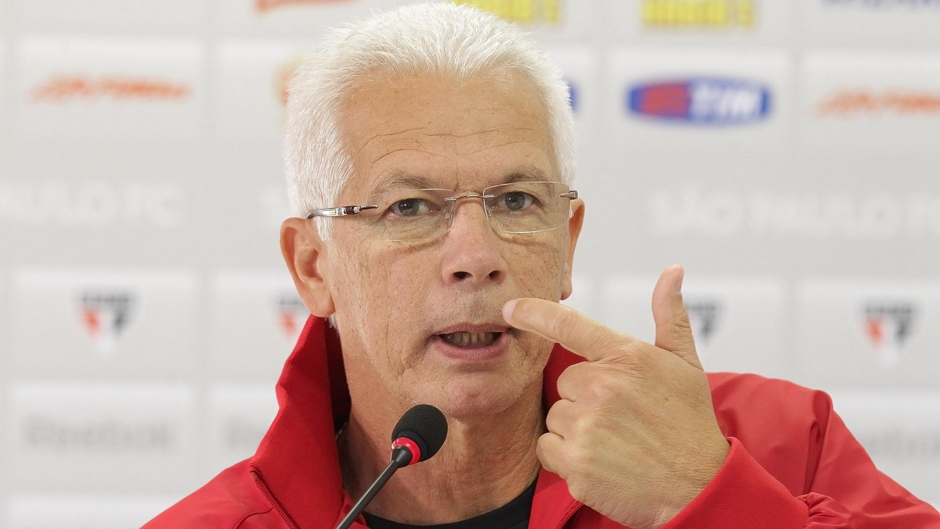 Leão concede entrevista para anunciar que foi demitido do São Paulo
