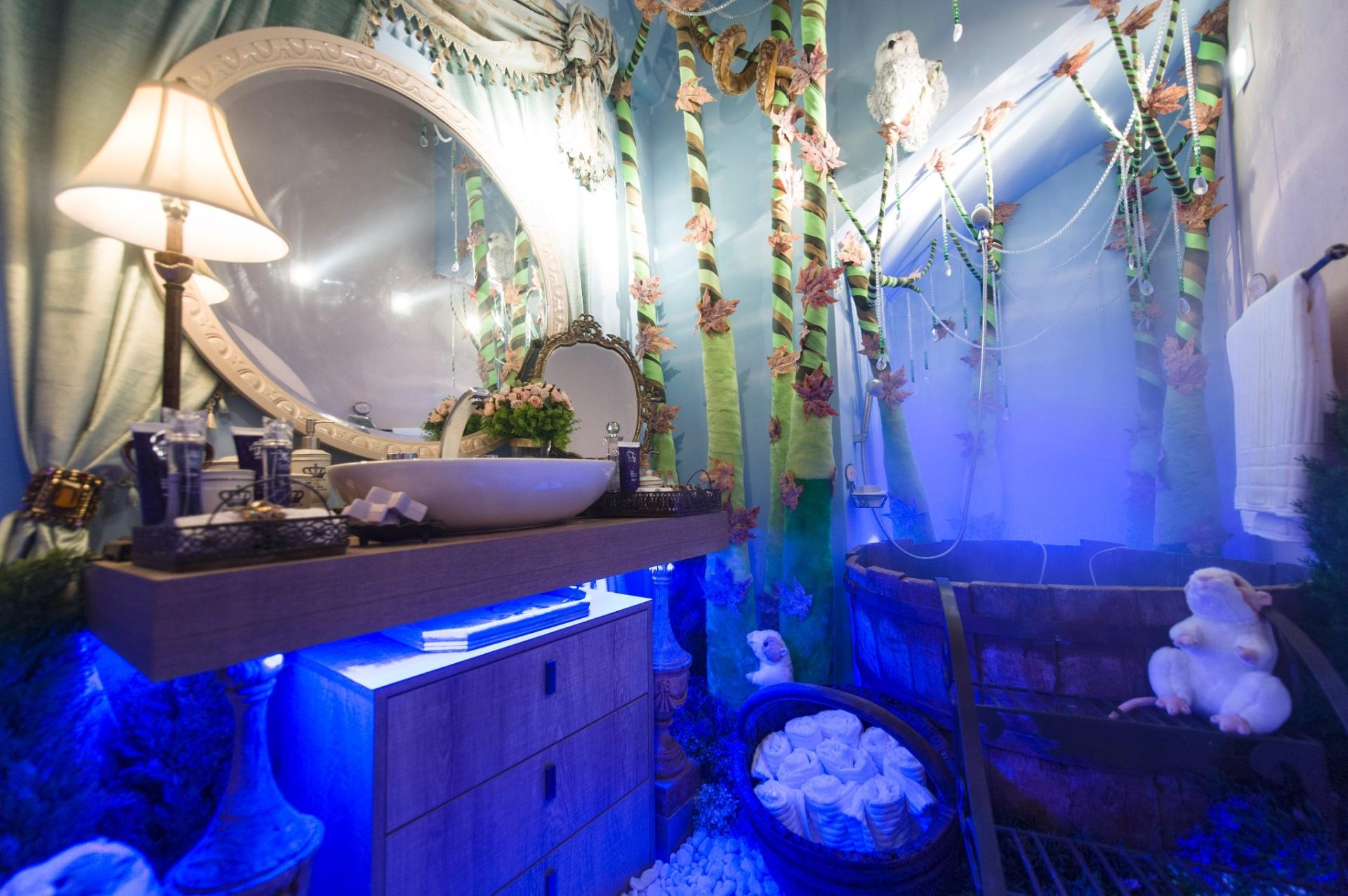 #1122BA da arquiteta Cristiane Schiavoni fundiu dois pequenos banheiros  1920x1277 px Banheiro Ofuro 2701