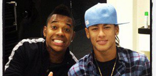 Neymar posta foto ao lado de Robinho em sua pgina no Facebook