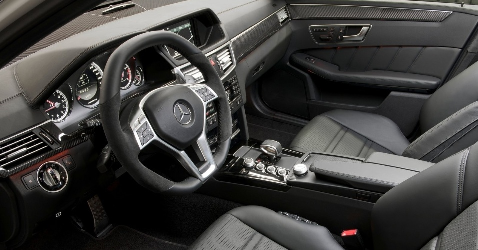 Interior do E63 AMG é mais luxuoso que o do C63 AMG Black Series, o que faz dele uma sala de estar ambulante