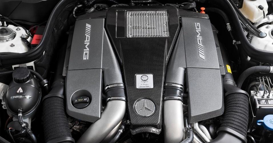 O motor biturbo do E63 AMG tem 557 cv e incríveis 81,6 kgfm entre 2.000 e 4.500 rpm; o 0 a 100 km/h é feito em 4,2 segundos
