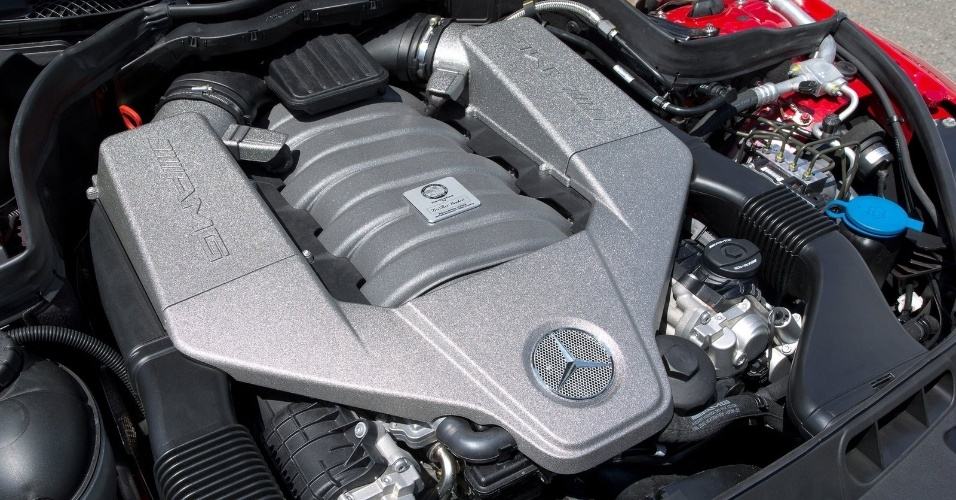 O motor é o mesmo V8 6.2 aspirado do C63, mas no Black Series são 517 cv (487 cv originais) e 63,2 kgfm de torque (ante 61,2 kgfm)