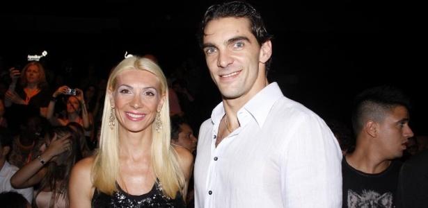 Ponteiro Giba comparece a evento com a mulher Cristina Pirv