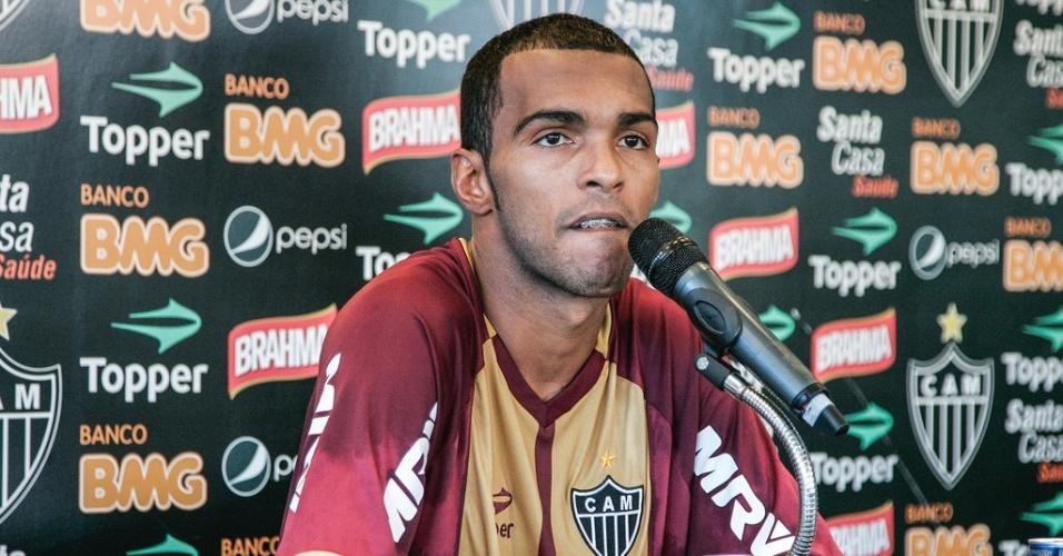 Richarlyson, do Atlético-MG, concede entrevista na Cidade do Galo (26/6/2012)