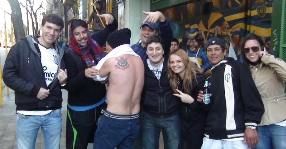 Torcedores do Corinthians tentam conseguir ingressos para a final em Buenos Aires