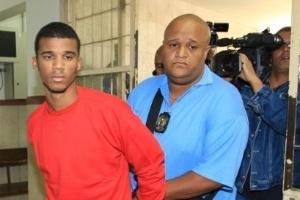 Sérgio Rosa Salles, em junho de 2010, ao chegar para prestar novo depoimento o caso