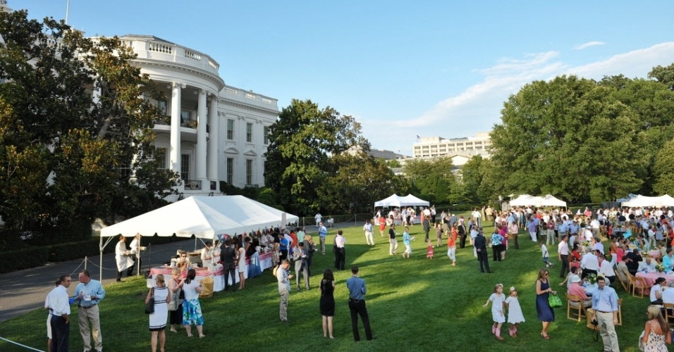 27.jun.2012- Integrantes do Congresso Americano participam de picnic annual na Casa Branca, em Washington, nos Estados Unidos
