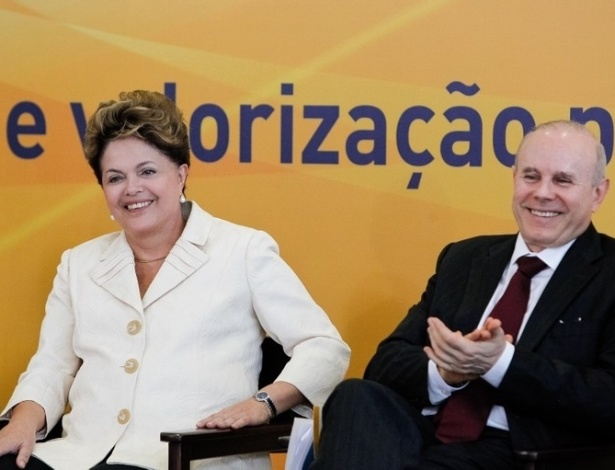 27.jun.2012- Presidente Dilma Rousseff e o ministro da Fazenda, Guido Mantega