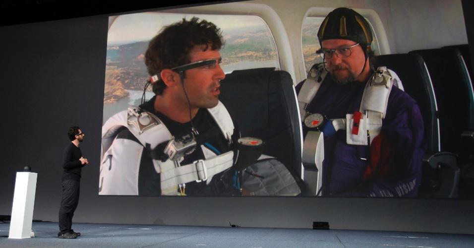 Ainda não é lançamento, mas a empresa mostrou mais um pouco sobre os óculos do Google. Na apresentação paraquedistas saltaram de um helicóptero usando o acessório