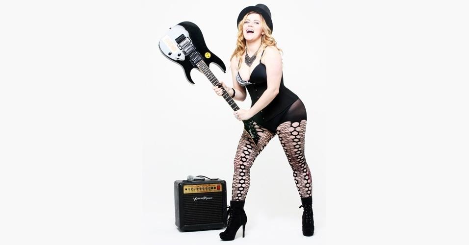 Alinne Frade em ensaio plus size inspirado na cantora Madonna - 3