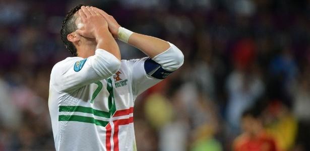 Cristiano Ronaldo lamenta a eliminação de Portugal da Euro-2012, nos pênaltis