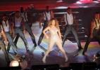 Jennifer Lopez arrisca passos de samba no Rio