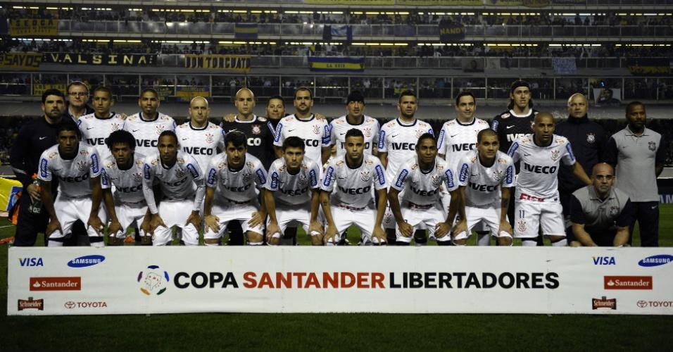 Jogadores do Corinthians posam antes do início do jogo contra o Boca Juniors na decisão da Libertadores