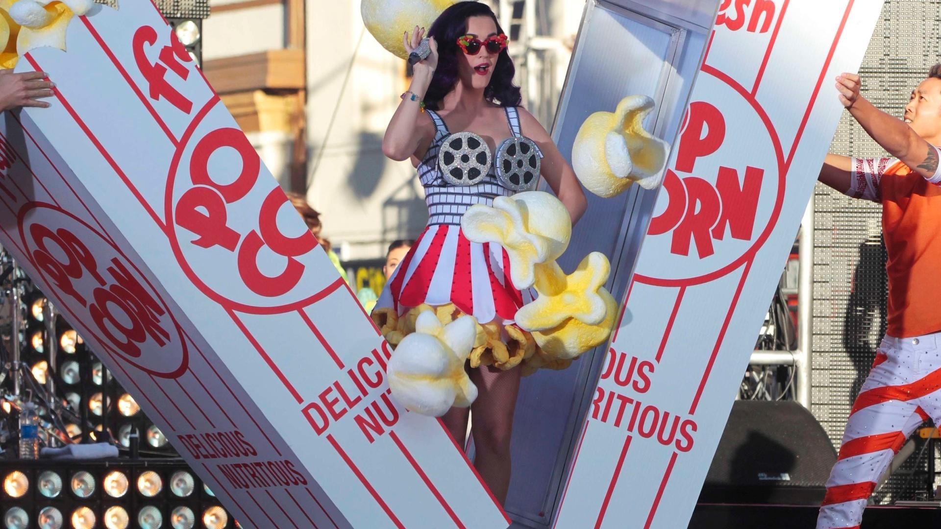 Katy Perry se apresenta durante a pré-estreia do filme ?Katy Perry: Part of Me? em Hollywood, na Califórnia (EUA)