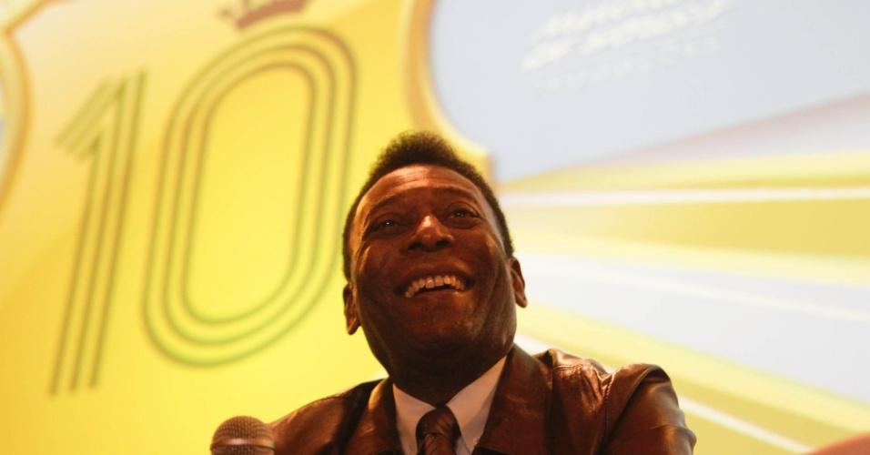 Maior artilheiro do estádio do Pacaembu, Pelé disse que o Santos deveria mandar mais partidas no estádio paulistano
