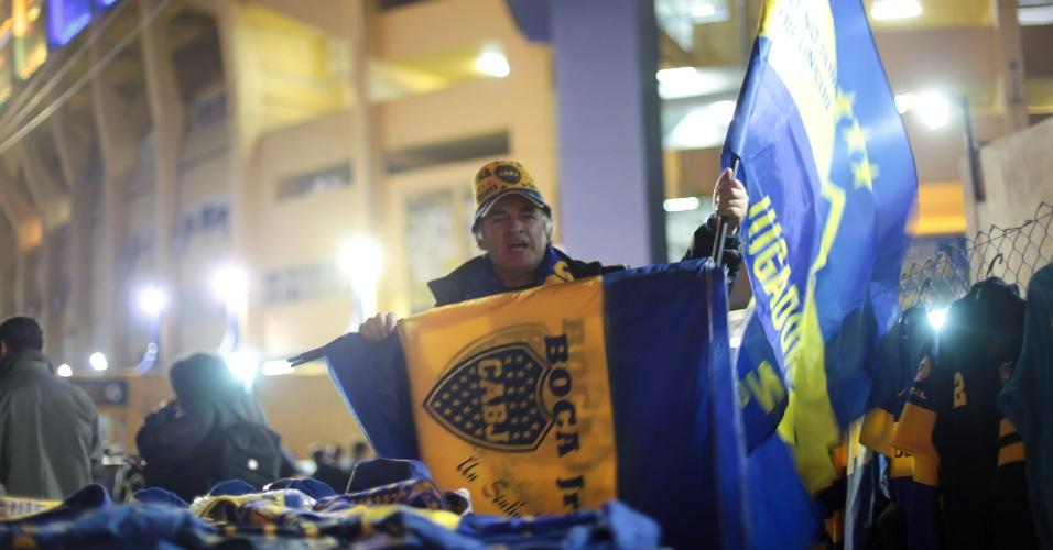 Movimentação em torno do estádio La Bombonera se intensifica a poucas horas do início do jogo entre Boca e Corinthians