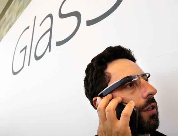 O Google fez uma demonstra&#231;&#227;o ?grandiosa? do Glass, dispositivo parecido com &#243;culos capaz de transmitir imagens em tempo real. A empresa anunciou que Google Glass estar&#225; &#224; venda para participantes do Google I/O, em car&#225;ter experimental, por US$ 1.500