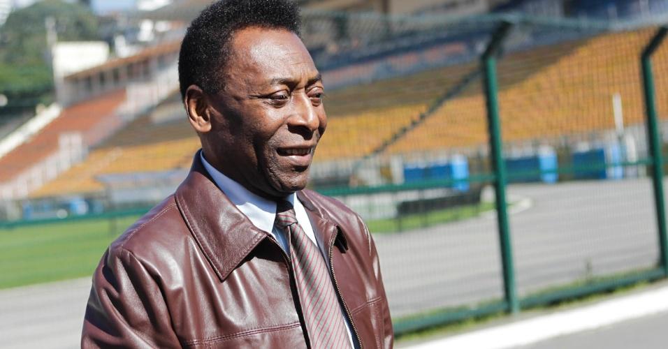 Pelé esteve na manhã desta quarta-feira no estádio do Pacaembu em evento que relançou o personagem Pelezinho