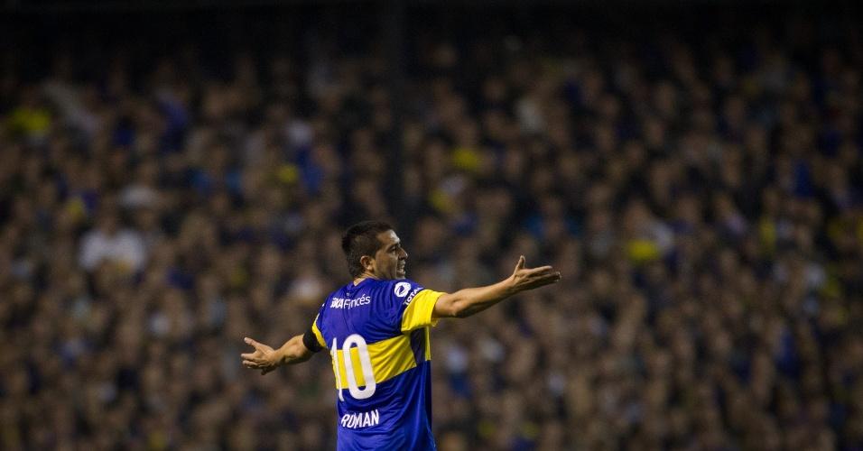 Riquelme reclama em lance do primeiro jogo da final da Libertadores entre Boca Juniors e Corinthians