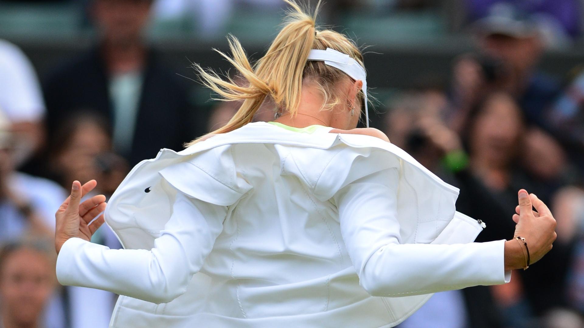 Russa Maria Sharapova chega à quadra 1 de Wimbledon para seu jogo contra a búlgara Tsvetana Pironkova