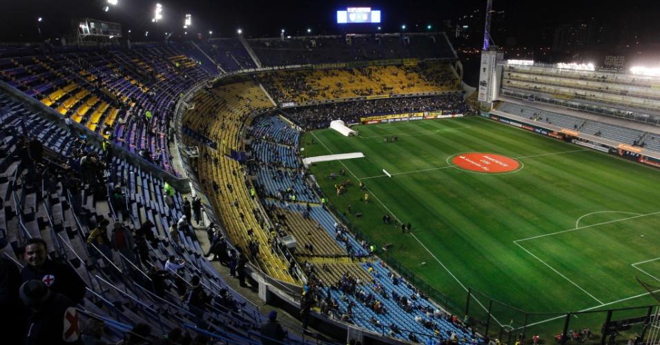 Torcedores começam a entrar no estádio La Bombonera para a final da Libertadores entre Boca Juniors e Corinthians