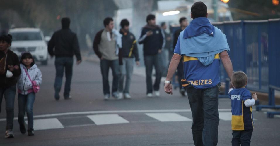 Torcedores do Boca Juniors chegam ao estádio La Bombonera para a partida contra o Corinthians