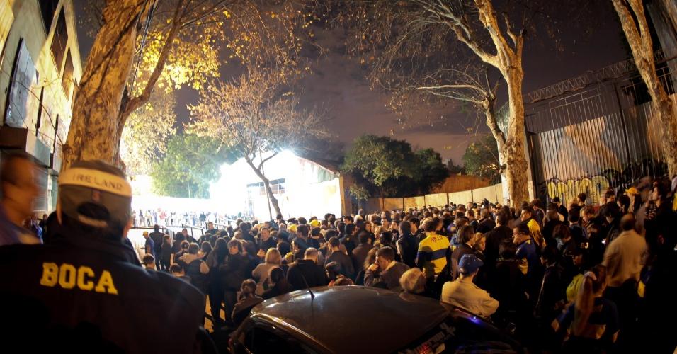 Torcedores do Boca Juniors já chegam em bom número ao estádio La Bombonera