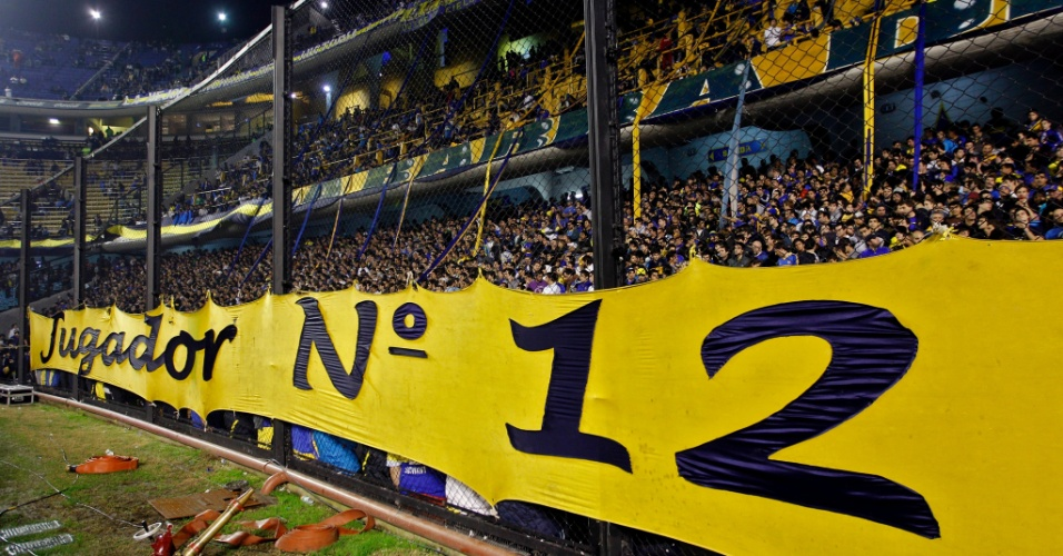 Torcedores do Boca Juniors lotam o est&#225;dio La Bombonera para o primeiro jogo da decis&#227;o da Libertadores contra o Corinthians