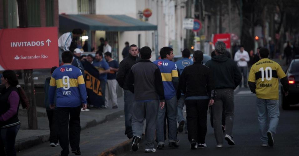Torcida do Boca Juniors chega em bom número ao estádio La Bombonera para a decisão da Libertadores