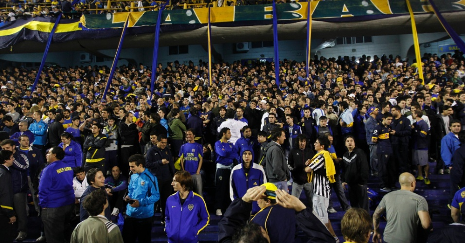 Torcida do Boca Juniors lota o est&#225;dio La Bombonera para o primeiro jogo da final da Libertadores contra o Corinthians