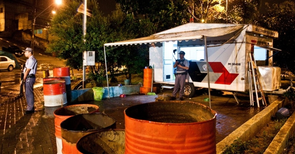 20.jun.2012 - Ataque a base da PM no Jardim Centenário, zona leste de São Paulo)